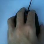 Lewa dłoń na myszce